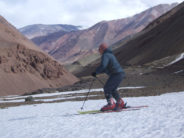 Skiing at over 4500m at the Paso del Agua Negra...