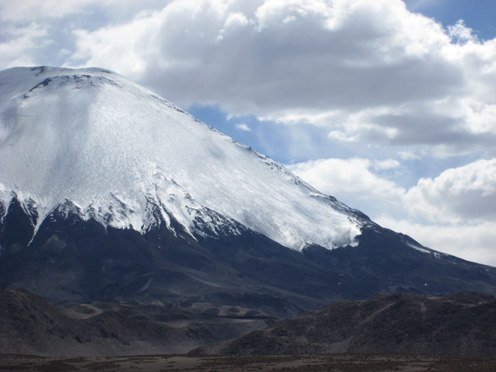 The far north of Chile has limited skiing, but the 6342m high Volcan Parinacota, right up on the Bolivian border, is one of the best descents in the area.